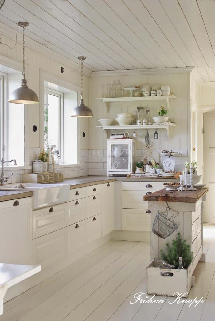 Whitewashed Planks Cottage Kitchen #cottage #kitchen #decorhomeideas