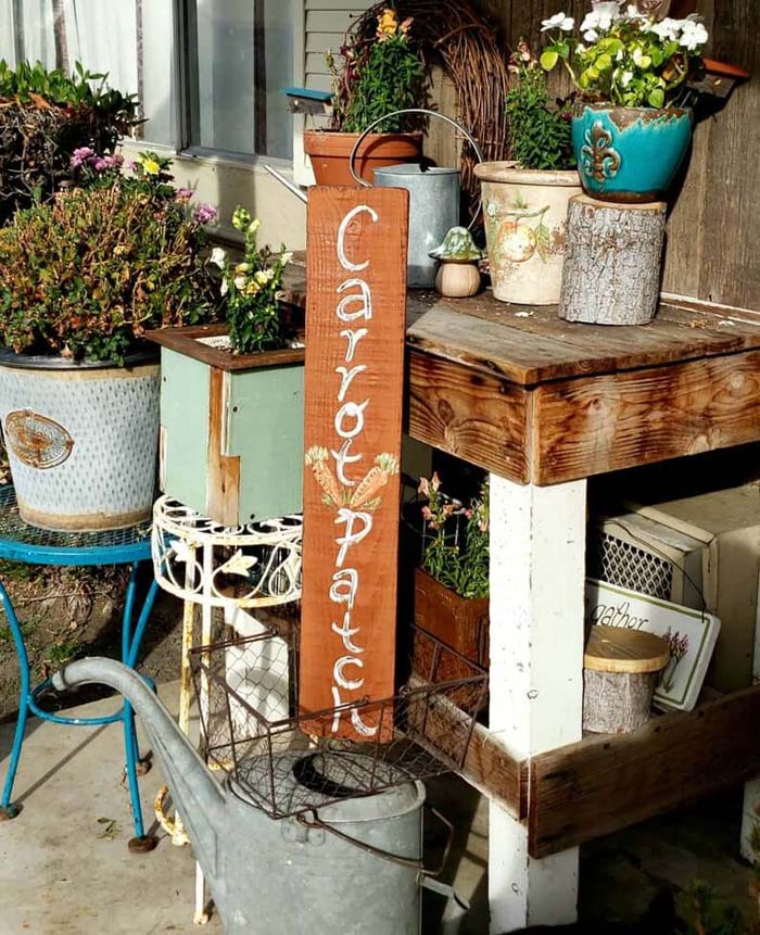 A Charming and Great Idea for Reclaimed Wood and Potted Flowers #outdoor #springdecor #decorhomeideas