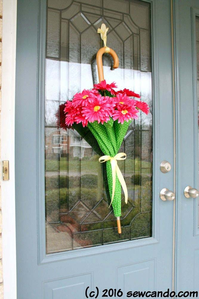 April Showers Door Umbrellas #outdoor #springdecor #decorhomeideas