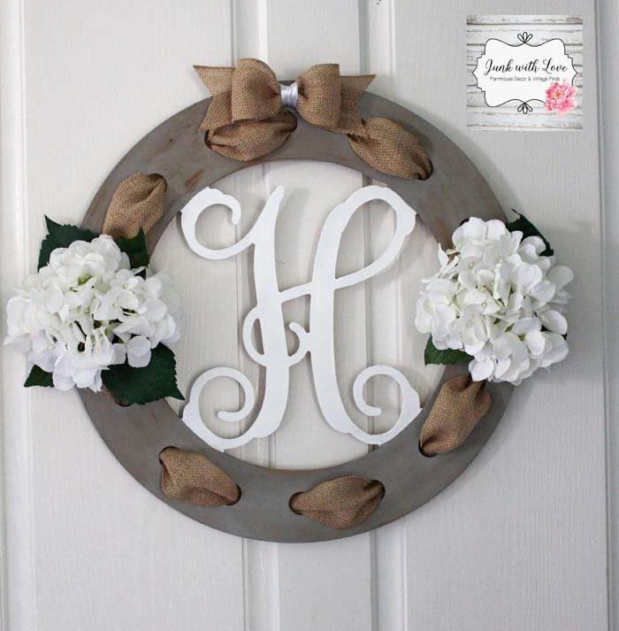 Burlap and Wood Wreath With Floral Accents #rustic #springdecor #porch #decorhomeideas