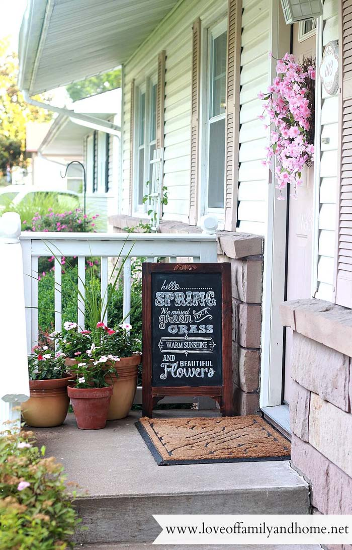 Chalkboard Sandwich Sign and Oversized Flower Pots #rustic #springdecor #porch #decorhomeideas