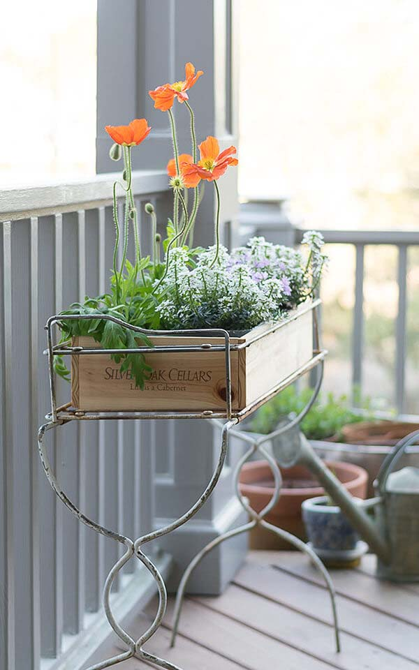 Adorably Cute Country Box Filled with Love For Your Enjoyment #outdoor #springdecor #decorhomeideas