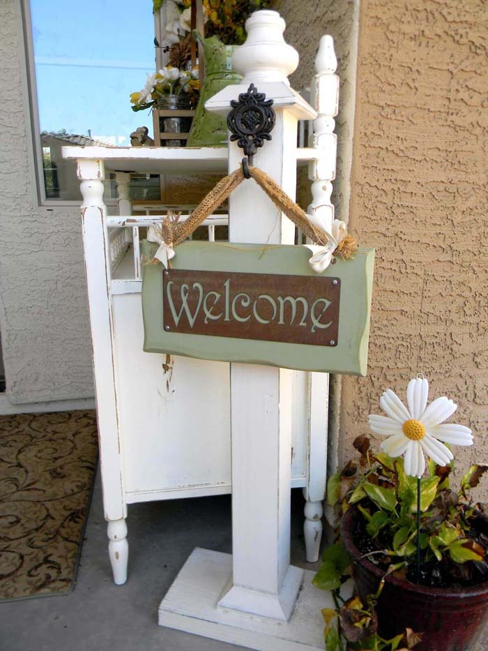 Distressed White Welcome Post #rustic #springdecor #porch #decorhomeideas