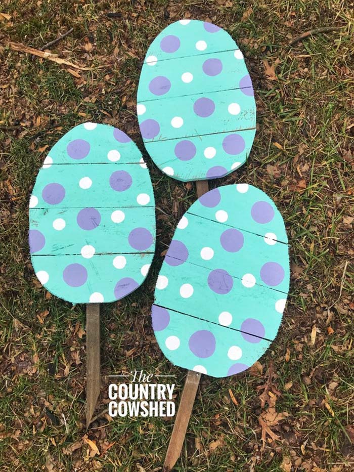 Easter Egg Yard Stakes #outdoor #springdecor #decorhomeideas