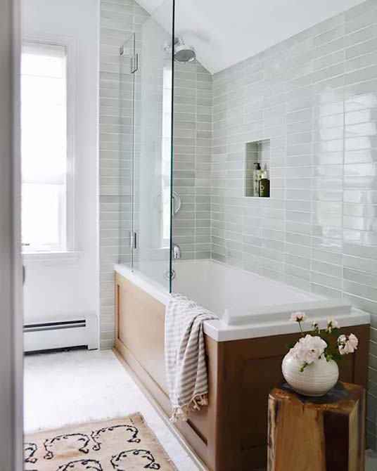 Glossy Wall Tiles Reflect Light #showertile #bathroom #decorhomeideas