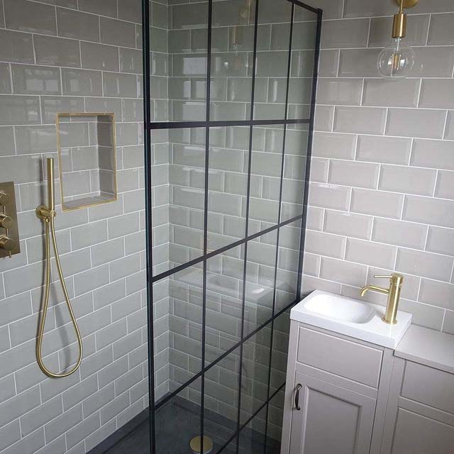 Gray Tiles With Gold Accents #showertile #bathroom #decorhomeideas