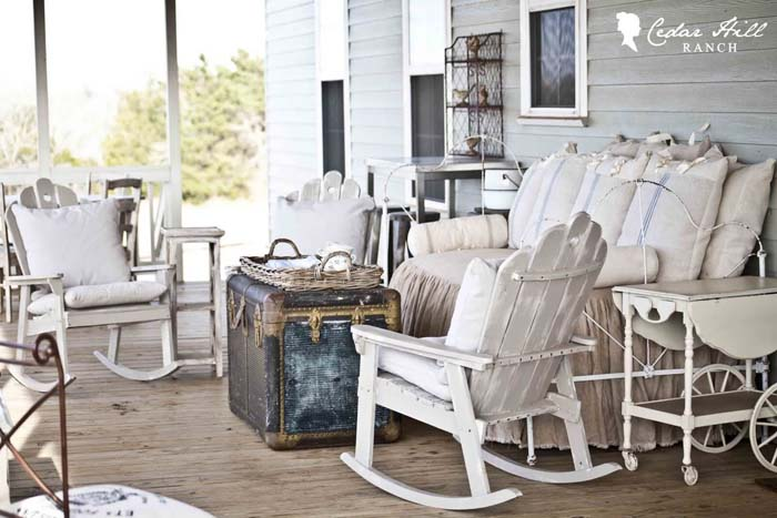 Lived In and Lived On Outdoor Furniture #rustic #porch #vintage #decorhomeideas