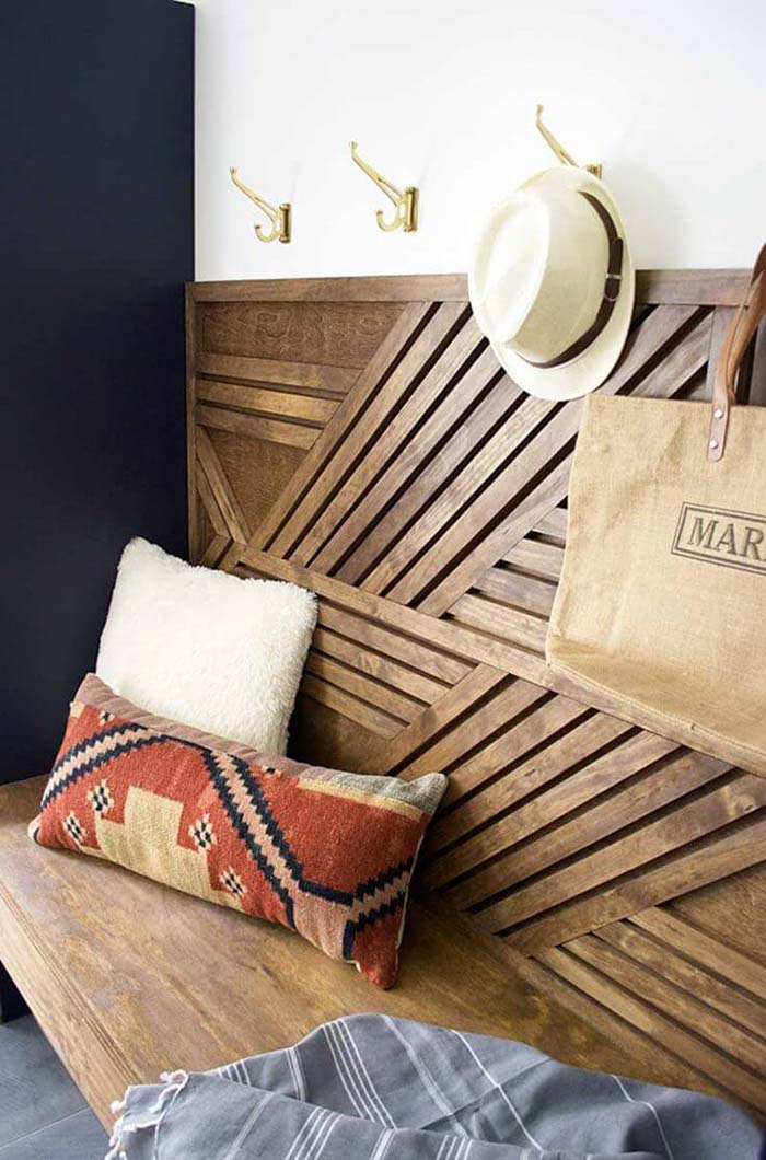 Lovely Geometric Wooden Bench and Coat Hooks #entrywaybench #diy #decorhomeideas