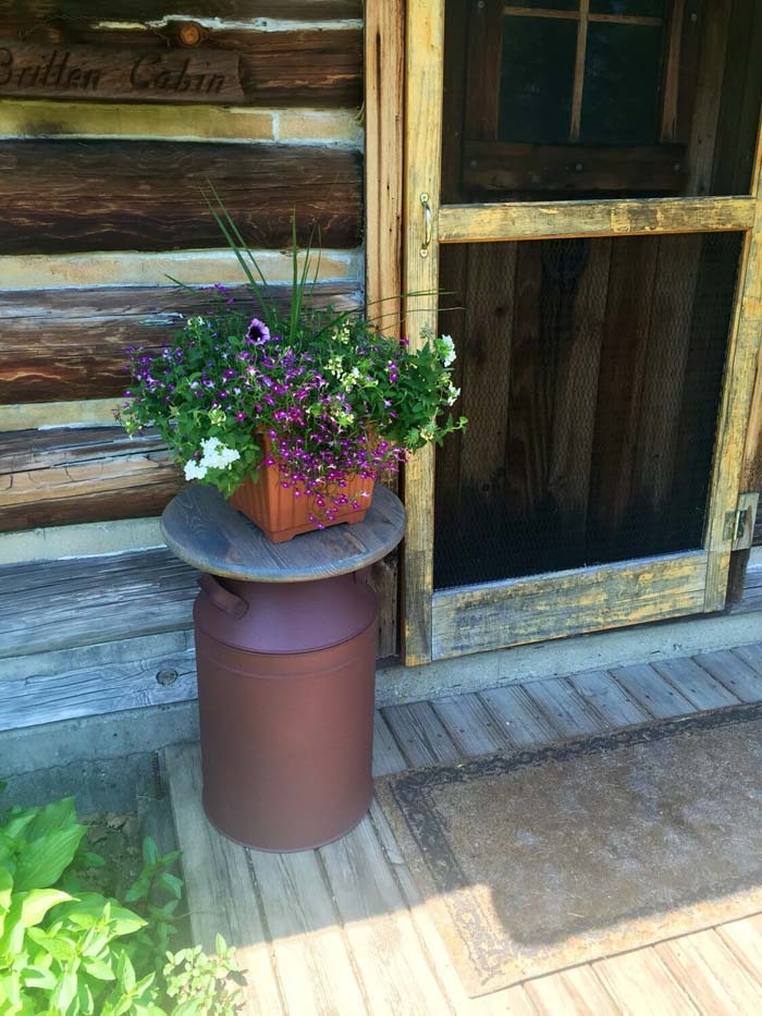 Metal Milk Jug Table With Potted Flowers #rustic #springdecor #porch #decorhomeideas
