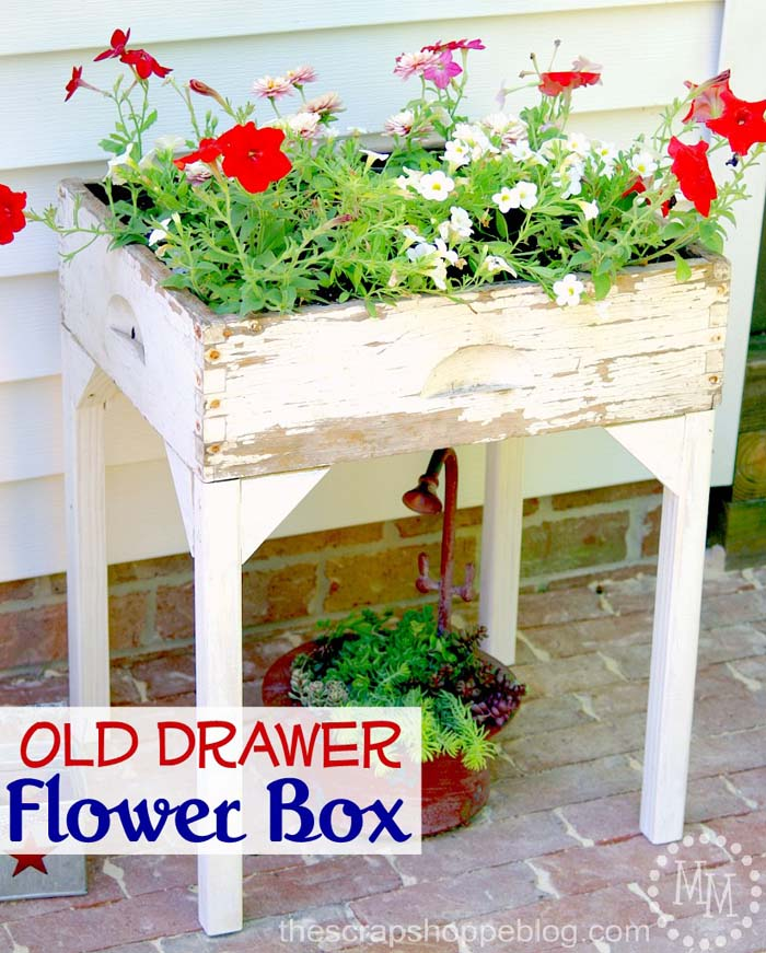Old Drawer Flower Box #outdoor #springdecor #decorhomeideas
