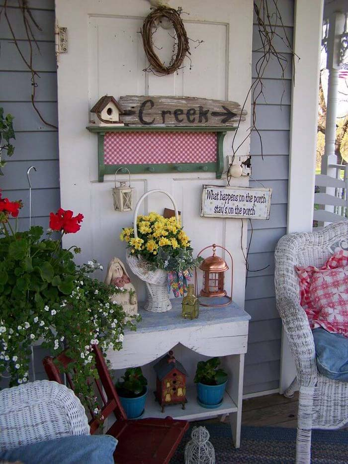 Old Fashioned White Wicker Sitting Area #rustic #porch #vintage #decorhomeideas