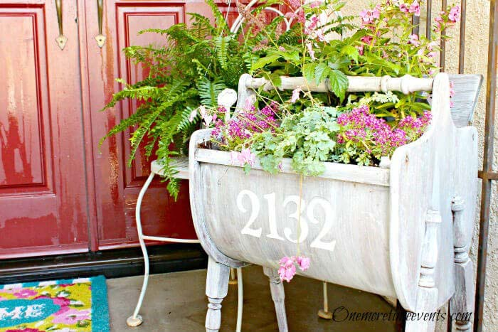 Portable, Weathered Sewing Cabinet Planter #rustic #porch #vintage #decorhomeideas