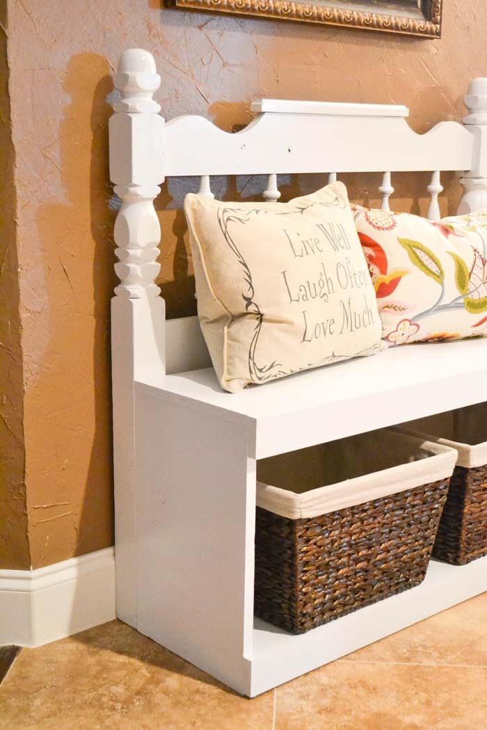 Recycled Headboard Bench Seat Project #entrywaybench #diy #decorhomeideas