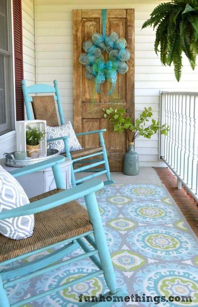 Turquoise Rocking Chairs, Patterned Rug, Billowy Wreath #rustic #springdecor #porch #decorhomeideas