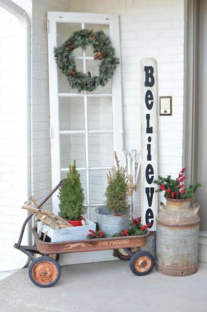Unexpected Christmas Wreath and Tree Display #rustic #porch #vintage #decorhomeideas