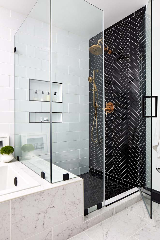White Subway Tile Shower With Black and Gold Accent #bathroom #whiteshowertile #decorhomeideas