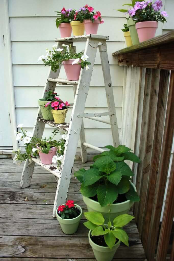 Wooden Ladder With Potted Flowers #rustic #springdecor #porch #decorhomeideas