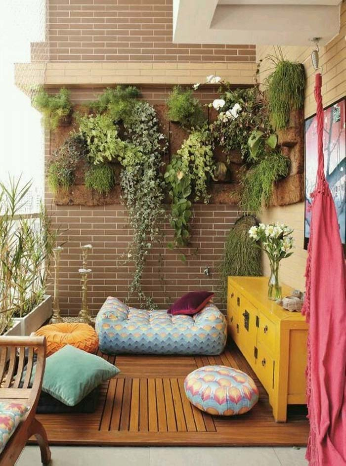 Accent a Cozy Bohemian Reading Nook Using Vertical Garden Decor #verticalgarden #garden #decorhomeideas