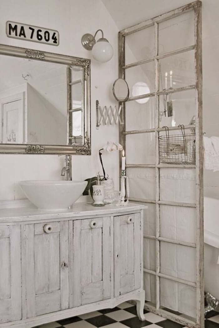 Antique Window Bathroom Privacy Divider #shabbychic #bathroom #decorhomeideas