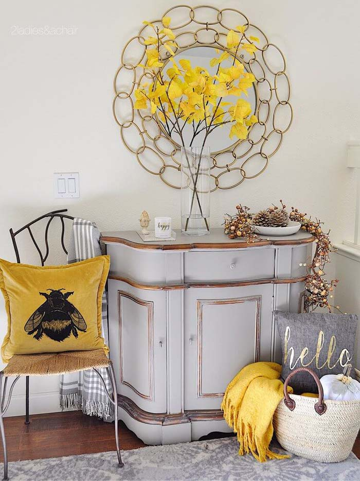 Bee Happy in Yellow, Gold, and White #rusticentryway #farmhouse #decor #decorhomeideas