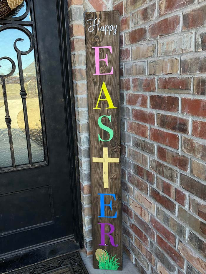 Cheery Multi-Colored Wooden Easter Sign #Easter #spring #vintagedecor #decorhomeideas