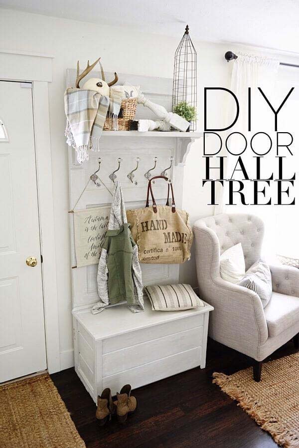 Combine Seating and Storage in One Piece #rusticentryway #farmhouse #decor #decorhomeideas