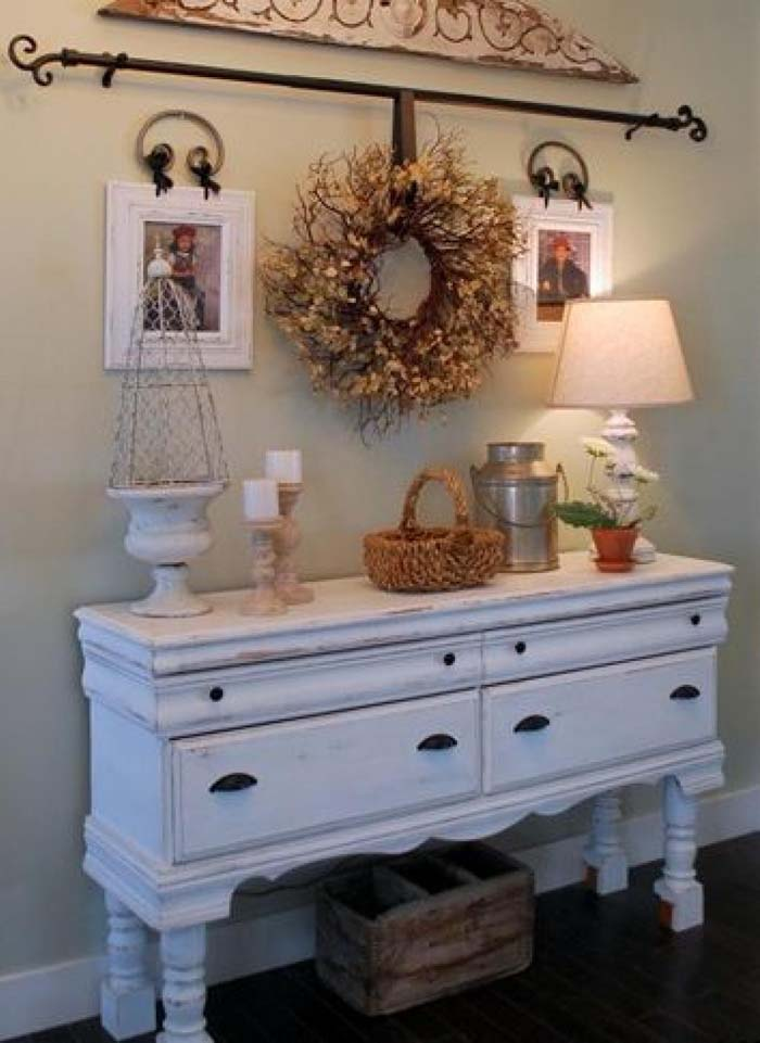 Emphasize the Space with Horizontal Lines #rusticentryway #farmhouse #decor #decorhomeideas