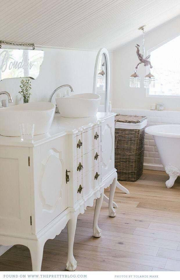 French Country Style Bathroom Vanity #shabbychic #bathroom #decorhomeideas