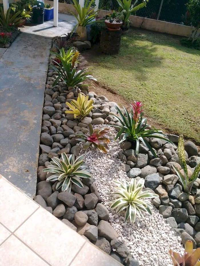 Hardscaping Paired with Plants #smallgarden #gardendesign #decorhomeideas