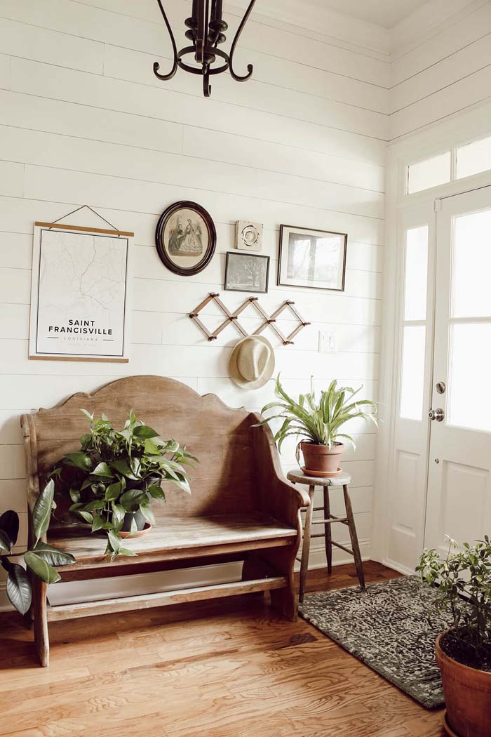 Light and Airy with Plants and Wood #rusticentryway #farmhouse #decor #decorhomeideas