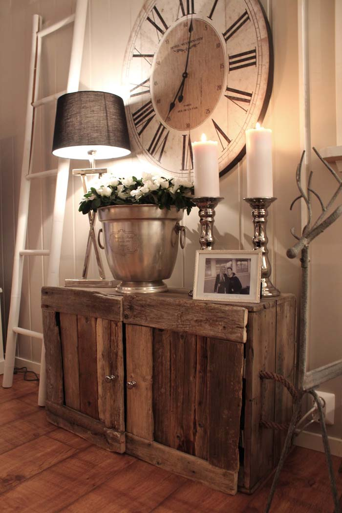 Mix Metal Textures with Reclaimed Wood #rusticentryway #farmhouse #decor #decorhomeideas