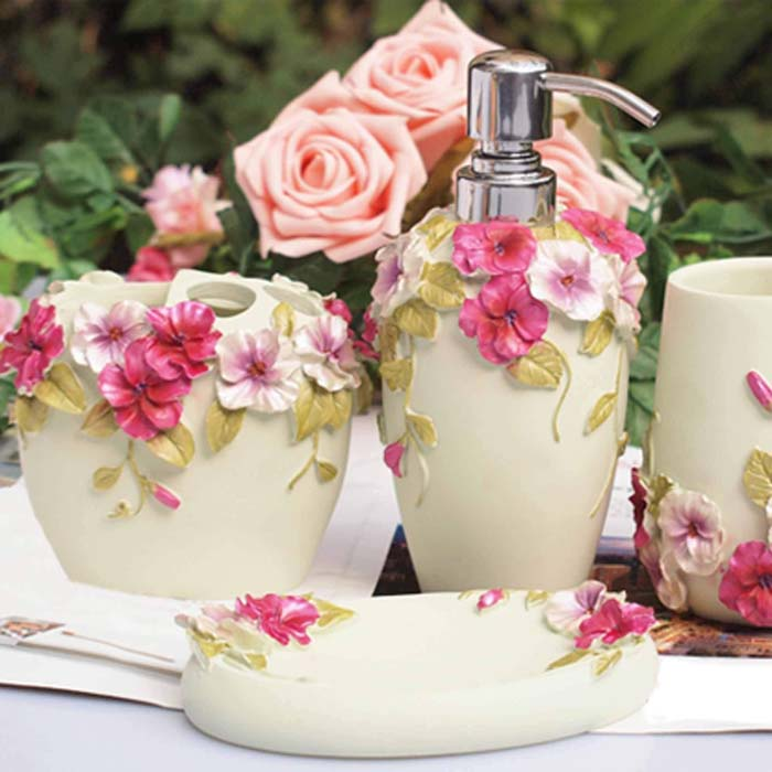 Pretty Floral Design Bathroom Accessories #shabbychic #bathroom #decorhomeideas