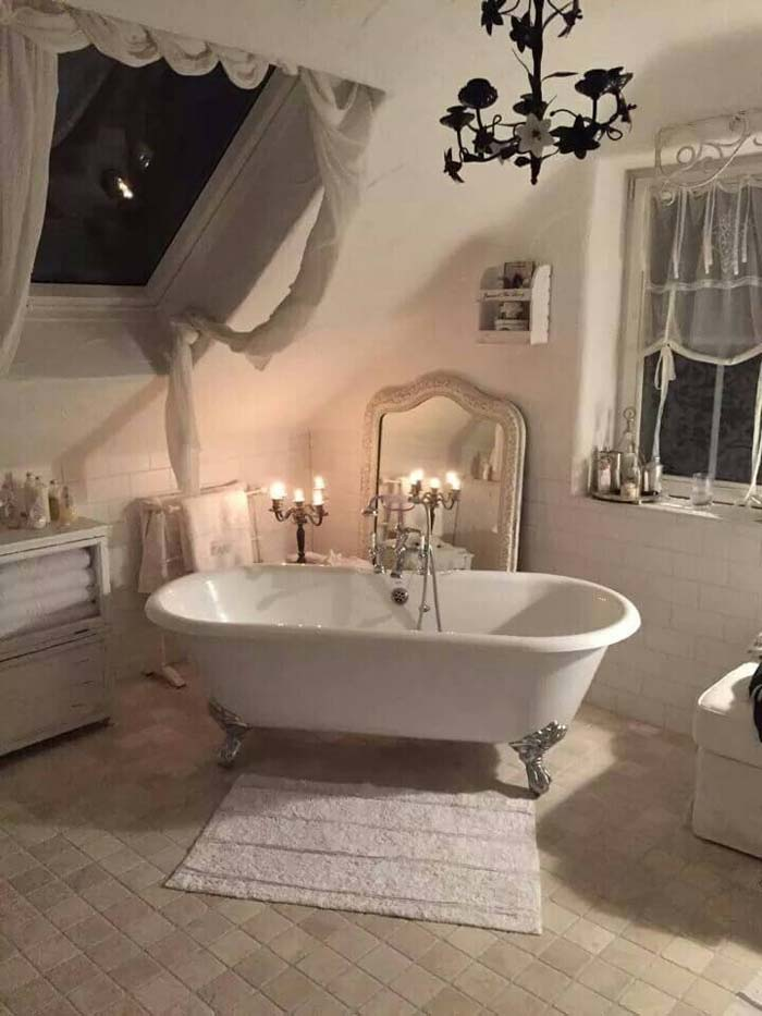 Shabby Chic Bathroom Décor with Clawfoot Tub #shabbychic #bathroom #decorhomeideas
