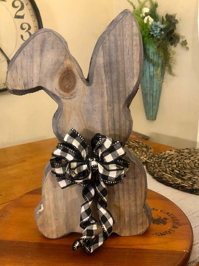 Solid Wood Farmhouse Style Rustic Easter Bunny #Easter #spring #vintagedecor #decorhomeideas
