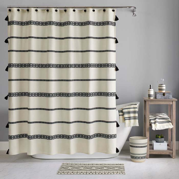 Triangles and Tassels Taking Center Stage in the Bathroom #bathroom #decor #decorhomeideas