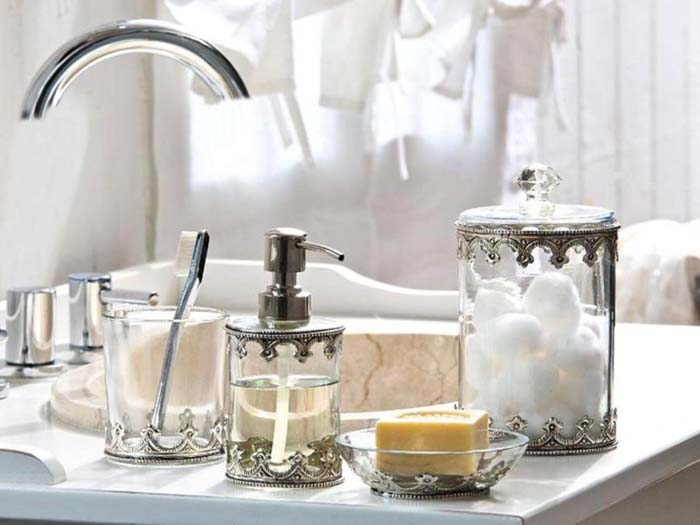 Vintage-Inspired Metal and Glass Bathroom Accessories #shabbychic #bathroom #decorhomeideas
