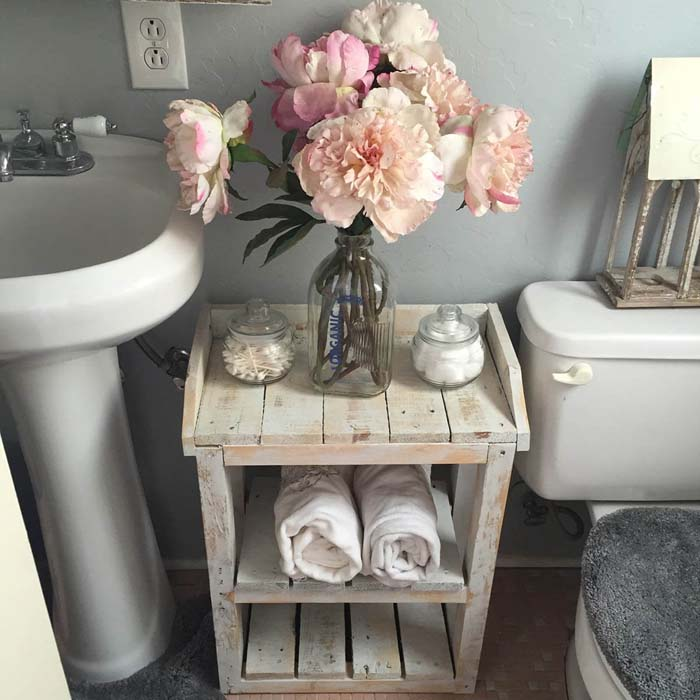 White Washed Wood Shelving Organizer #shabbychic #bathroom #decorhomeideas