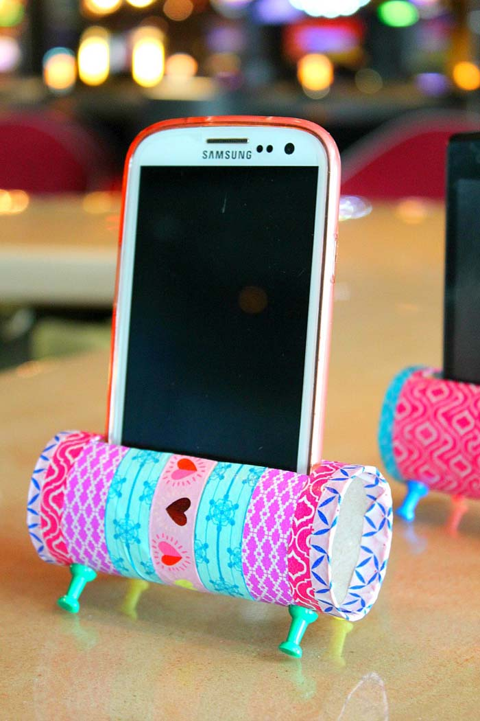 DIY Phone Stand From Recycled Toilet Paper Rolls #kidscrafts #toiletpaperroll #decorhomeideas