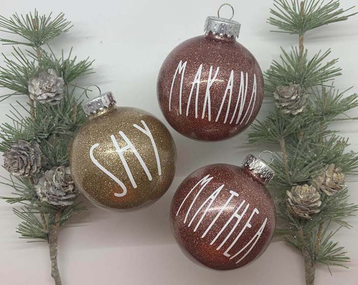 Glittering Holiday Ornaments with Painted Names #family #homedecor #decorhomeideas