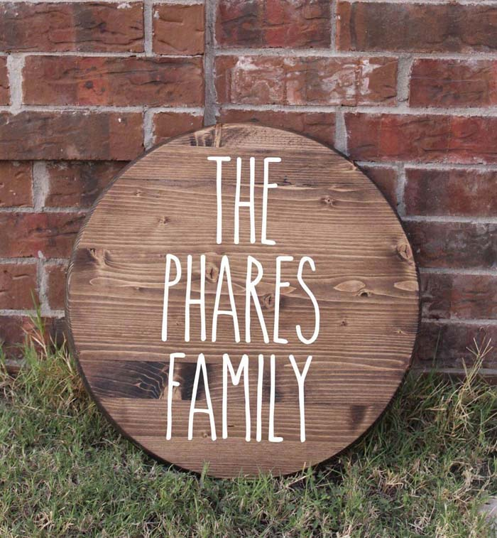 Lettered Round Wooden Name Plaque #family #homedecor #decorhomeideas
