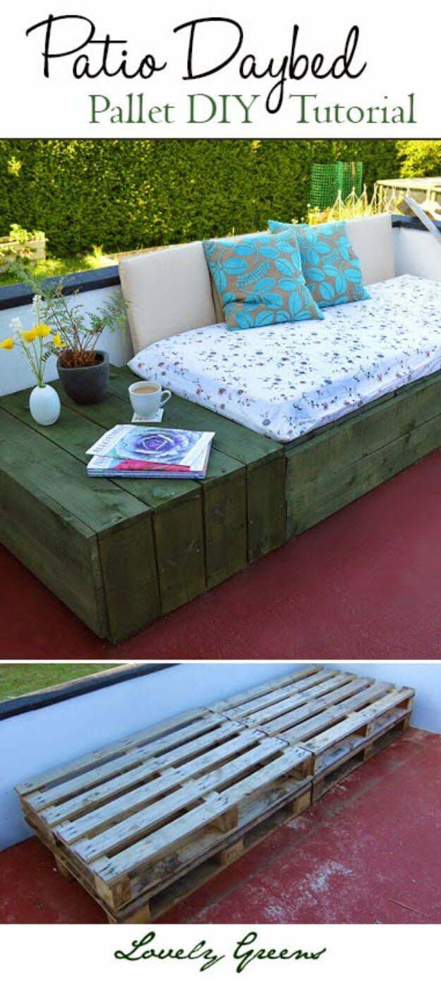 Soft and Comfortable Patio Pallet Daybed #diy #outdoorbench #decorhomeideas