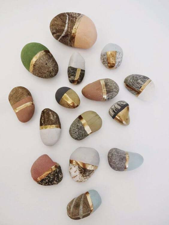 Natural and Painted Beauty Make a Stunning Contrast #homedecor #pebbles #rocks #decorhomeideas