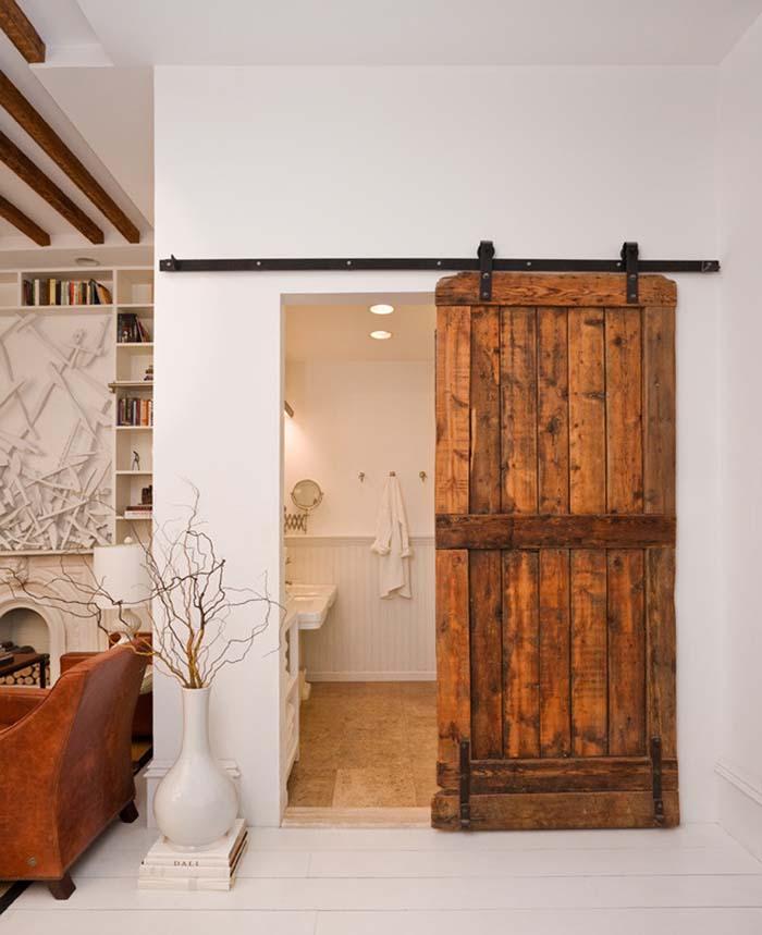 Rolling Barn Door with Black Iron Hardware #rusticbathroom #rusticdecor #decorhomeideas