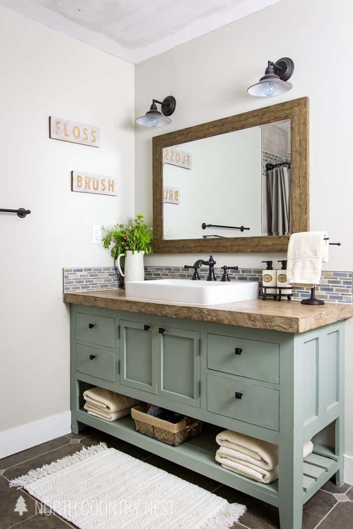Rustic Bathroom Mirror Mixes with Modern #rusticbathroom #rusticdecor #decorhomeideas