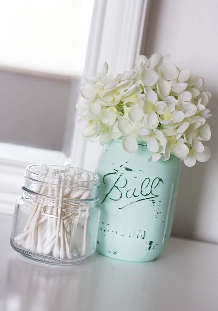 Shabby Chic DIY Painted Glass Jar #rusticbathroom #rusticdecor #decorhomeideas
