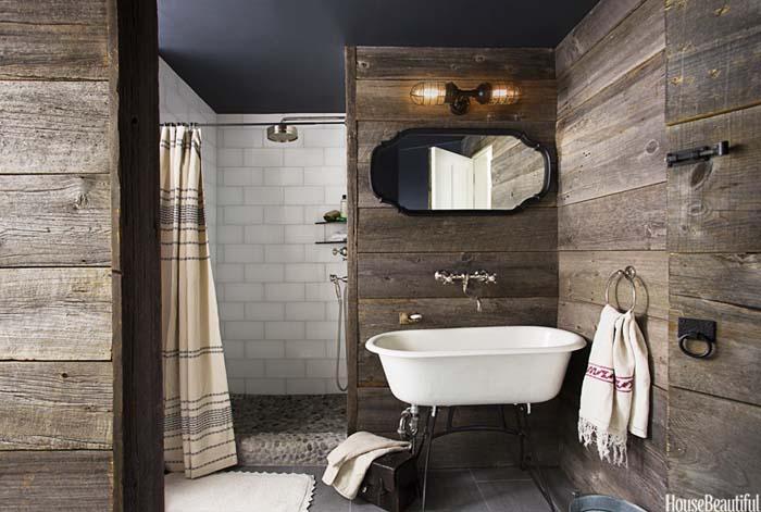 Upscale Boathouse Bath with Shiplap Paneling #rusticbathroom #rusticdecor #decorhomeideas