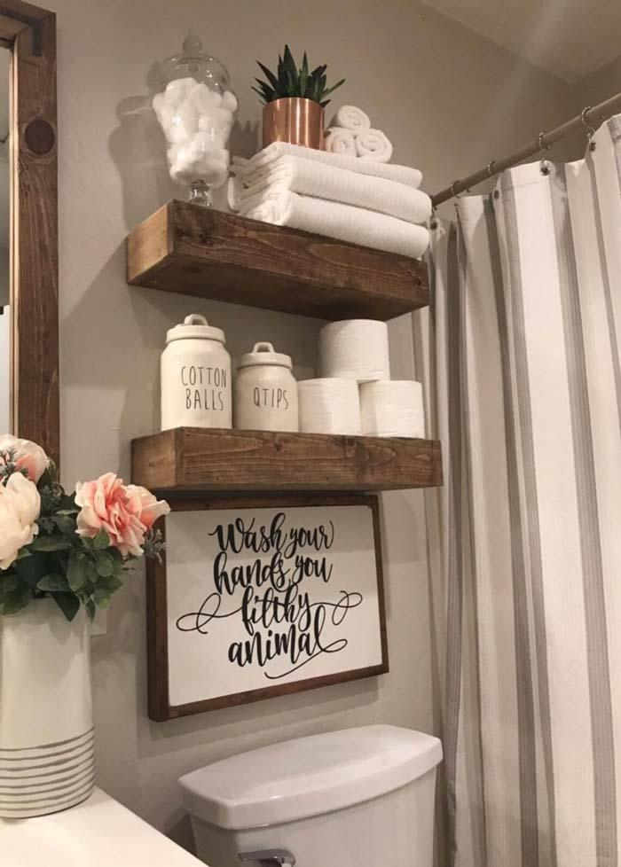 Wood Works Wonders in this Rustic Bathroom #rusticbathroom #rusticdecor #decorhomeideas