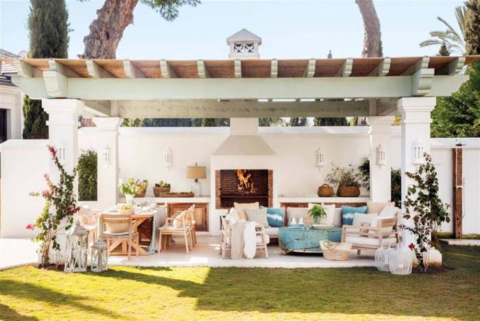 Fresh White Covered Patio with Blue Accents #rusticpatioideas #rusticpatio #decorhomeideas