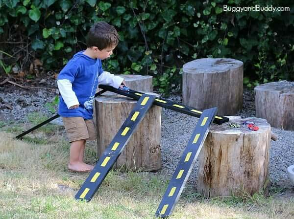 An Outdoor Race Track with Natural Obstacles #backyardkidsgames #diybackyardgames #decorhomeideas