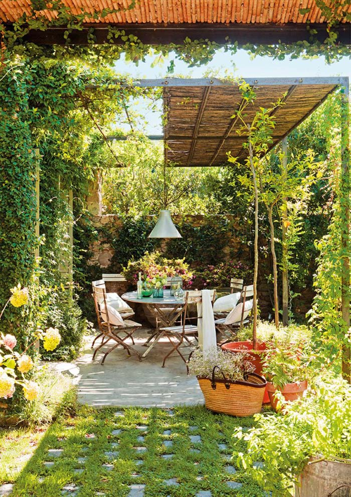 Walls of Greenery and Natural Materials #rusticpatioideas #rusticpatio #decorhomeideas